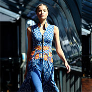Shilpa Reddy creates dresses that include ideas from traditional Indian clothes such as saris. Yet it is a very modern collection with gorgeous fabrics and modern cuts.