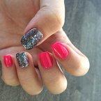 #Manicuremonday .  근데 여기서 네일오래만에하니까 역시 한국에서 하는게 훨씬낫다  #젤네일 #네일아트 #젤네일아트 #clozette #manicure #gelnails #nails #notd #notw