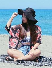 Beach girl! ☀️🌊 #ootd #clozette #pilipinasootd @pilipinasootd #summer #beach