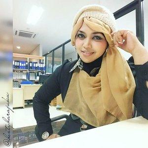 MON, NOV 30th, 2015 ---- 👜👢👗 #heztyharajuku #OOTD #elegantlook at #office in #Autumn 👗👢👜 #ClozetteID @clozetteid #modestfashion #coveredstyle #scarf #headscarf #hijabista #hijabstyle #lecturer #modesty #stylish #knitberet #blackandwhite #instafashion #fashion #style #fashiongram #fashiongrammer