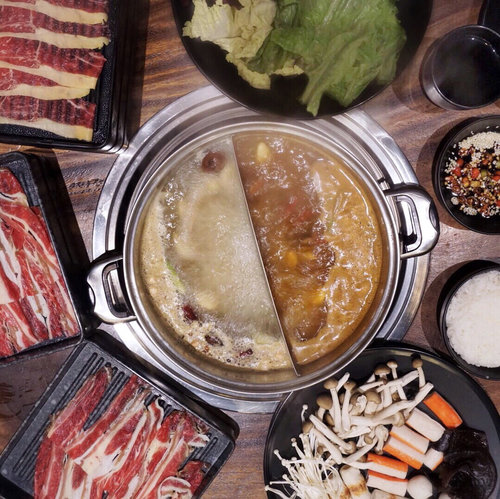 "<div class=""photoCaption"">Meaty galore 🐮🐮🐮 had a splendid dinner last night at the newly opened ayce Chinese hotpot @suansuan.id !! To be honest I don't really savvy Chinese hotpot because of chinese herbs and meds but I do like how the soup turns out ❤️ Yesterday we chose tomyum and their original broth both are yummy !! They have wide varieties of sauces selections and other fresh vegetables and food choices aside from the juicy meat.. as a soup person I had a super pleasant meal last night.. hot soup on a cold night is definitely soothing 💛😊.... <a class=""pink-url"" target=""_blank"" href=""http://m.clozette.co.id/search/query?term=yummy&siteseach=Submit"">#yummy</a>  <a class=""pink-url"" target=""_blank"" href=""http://m.clozette.co.id/search/query?term=stevieculinaryjournal&siteseach=Submit"">#stevieculinaryjournal</a>  <a class=""pink-url"" target=""_blank"" href=""http://m.clozette.co.id/search/query?term=food&siteseach=Submit"">#food</a>  <a class=""pink-url"" target=""_blank"" href=""http://m.clozette.co.id/search/query?term=foodie&siteseach=Submit"">#foodie</a>  <a class=""pink-url"" target=""_blank"" href=""http://m.clozette.co.id/search/query?term=hotpot&siteseach=Submit"">#hotpot</a>  <a class=""pink-url"" target=""_blank"" href=""http://m.clozette.co.id/search/query?term=ggrep&siteseach=Submit"">#ggrep</a>  <a class=""pink-url"" target=""_blank"" href=""http://m.clozette.co.id/search/query?term=shotbystevie&siteseach=Submit"">#shotbystevie</a>  <a class=""pink-url"" target=""_blank"" href=""http://m.clozette.co.id/search/query?term=flatlay&siteseach=Submit"">#flatlay</a></div>"
